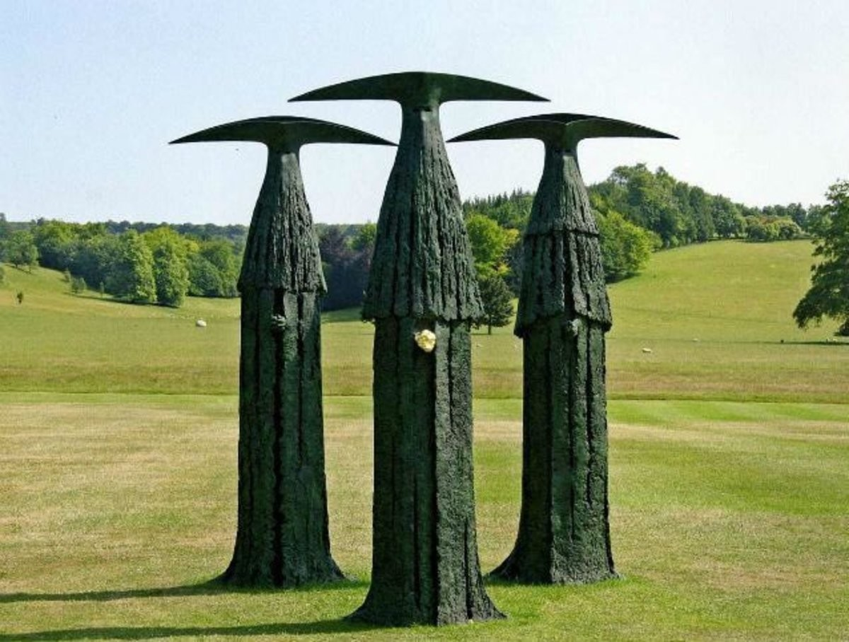 Works by Scottish sculptor, Philip Jackson.. .. What dark souls game is this from?